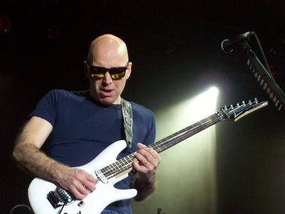 Joe Satriani - The Shapeshifting